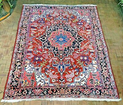 Authentic Hand-Knotted Heriz Rug (236 cm x 312 cm)