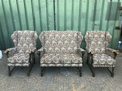 Vintage oak framed wingback three piece cottage suite with >> stunning fabric <<