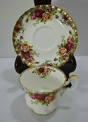 Royal Albert OLD COUNTRY ROSES Tea Cup and Saucer ENGLAND Bone China