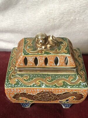Unusual Form Chinese Porcelain Trinket Box Surmounted With Dog of Fo