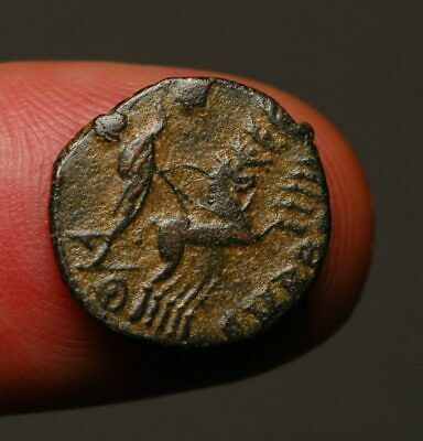 R19-04 Divus Constantine I, death commemorative. He rides chariot to hand of God