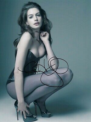 Anne Hathaway Signed  8x10 auto photo in Excellent Condition