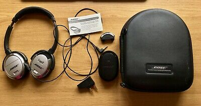 •Bose  QuietComfort® 3 Acoustic Noise Cancelling® headphones in black/silver