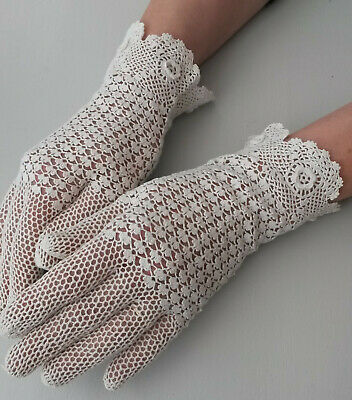 Vintage Women's Crocheted Lace Gloves White Floral Edge Size S Special Occasion