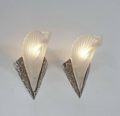 MULLER FRERES : A SIGNED PAIR OF 1930 FRENCH ART DECO WALL SCONCES . lights 1925