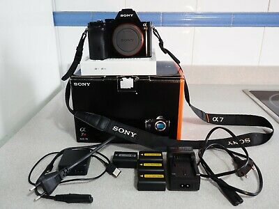 Sony A7r ILCE 7r Alpha 36.4MP Full Frame Camera + 3 addional Batteries + Charger
