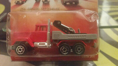 Majorette Team 256 Towing Truck