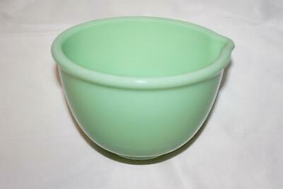 Vintage Unmarked Jadeite Green Glass 1 Quart Mixer Mixing Bowl with Pour Spout
