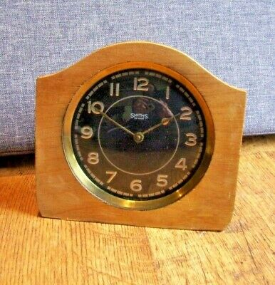 Antique Smiths 30 Hour Oak Shelf/ Mantel Clock (Black and Silvered Face Wind-Up)