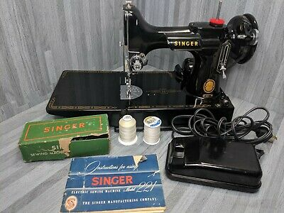 Rare Vintage Singer Featherweight 221 - 1955 Electric Sewing Machine AL931732