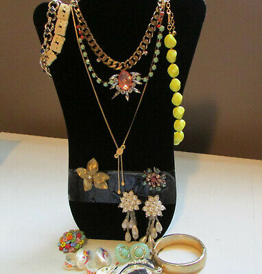 Lot of Vintage  Mixed Style Fashion Necklaces Bracelets Brooches