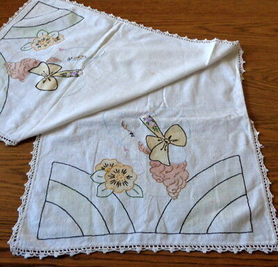 Vintage 18 x 42 TINTED Embroidery Bonnet Lady Dresser Scarf TABLE RUNNER Crochet
