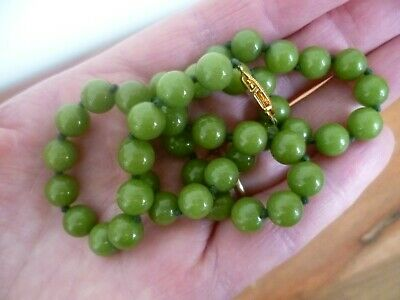 Vintage, Chinese apple green jade, round beads Necklace