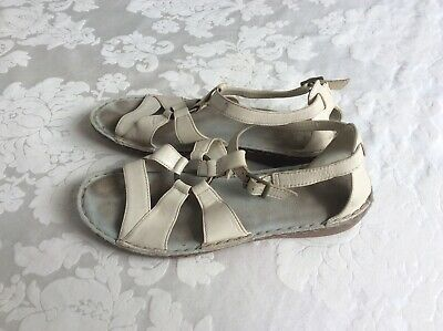 Clarks Sandals Size 7 Good used condition