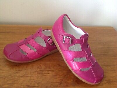 Clarks Girls Shoes/Sandals  Size 9.5 F Good Condition