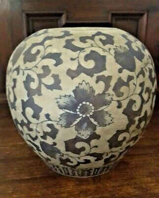 Attractive large ceramic Ginger Jar/Urn with floral pattern - Unusual glazing
