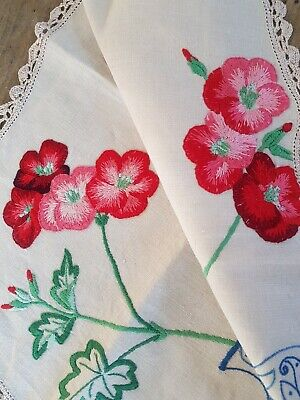 VIBRANT RED GERANIUMS IN BLUE VASE Vintage HAND EMBROIDERED Centrepiece DOILY