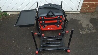 26468e56be9 Daiwa D100SB Fishing Seat Box + Side Tray & Sliding Tray Excellent Condition
