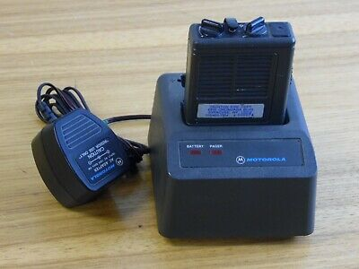Motorola Minitor II Pager Low Band 046.1400 with NRN 4952A charging dock