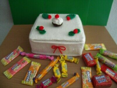 KNITTING PATTERN for Christmas Cake chocolate or sweets holder  (square)