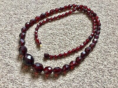 SUPERB VINTAGE ANTIQUE CHERRY AMBER BAKELITE GRADUATED BEAD NECKLACE 60g -BROOCH