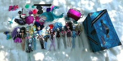 6+ Lb LOT of Monster High & Ever After High Toy Fashion Dolls with Monster Case