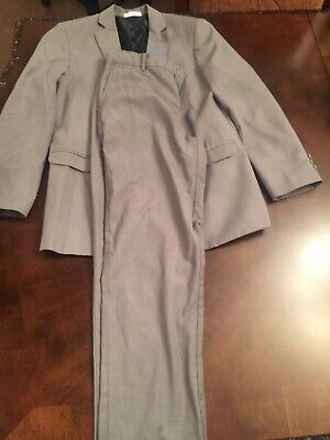 2 Piece Izod Youth Suit Size 16 Regular in Good condition