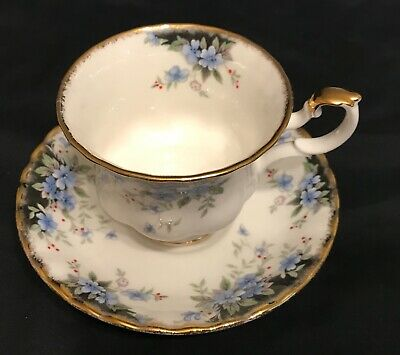 ROYAL ALBERT TEACUP SAUCER SET WINDSOR Royal Choice series blue flowers