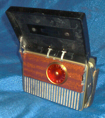 RCA VICTOR Model 8B41 Mini Vacuum tube DC Portable Radio Untested Very Nice Cond