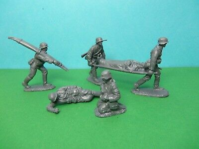 CTS 1/32 scale WWII German Medical Team x6 (grey)