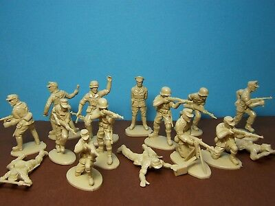 Matchbox 1/32 scale WWII German Afrika Korps x15 (tan)