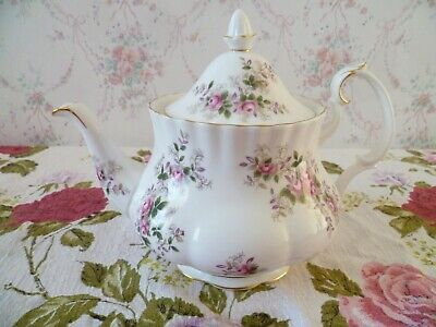 Lovely Royal Albert English China Teapot Lavender Rose