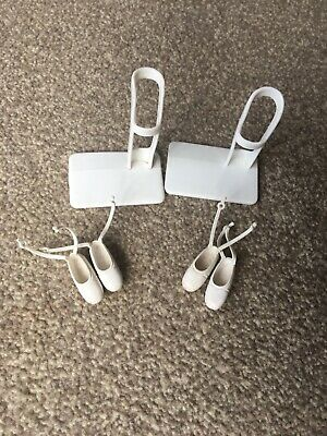1 X VINTAGE SINDY DOLL BALLERINA STAND PLASTIC And 2 Pairs Sindy Ballet Shoes