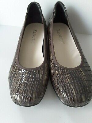 KLOUDS  Patent Flat Shoes   Size  38