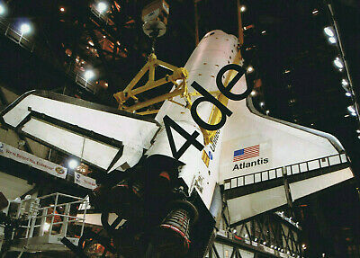 SHUTTLE ATLANTIS IN PROCESSING FACILITY FOR STS-129-8X10 NASA PHOTO EE-095
