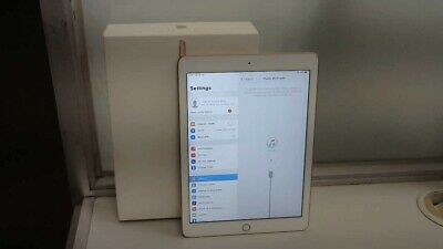 Apple iPad 6th Generation 128GB, Wi-Fi, 9.7in - Rose Gold.