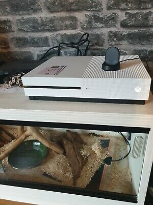 Microsoft Xbox One S 1 TB White Console Very Good Condition