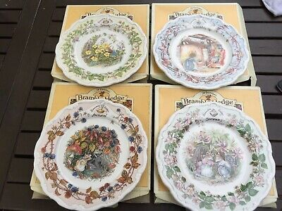 "4 Rare BOXED ROYAL DOULTON ""Brambley Hedge SEASONS PLATES &  Booklet 1st quality"