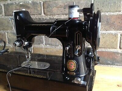 Superb Vintage Red S Singer Featherweight Sewing Machine 222K + Case Accessories