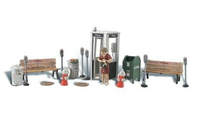 OO//HO figures Woodland Scenics A1941 free post F2 Painted Street Accessories