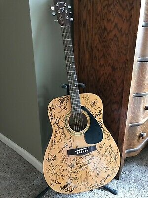 Yamaha F310 acoustic guitar, never played, collectible 15 famous signatures