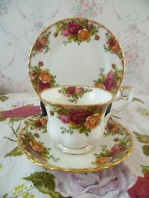 Vintage Royal Albert English China Trio Tea Cup Saucer Plate Old Country Roses.