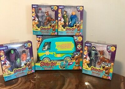 Scooby-Doo! 50 Years Mystery Machine Fred Velma Shaggy Daphne Walmart Exclusive!