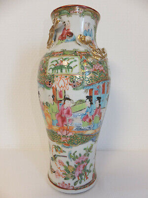 Tres Ancien Vase En Porcelaine Polychrome De Chine Decor Personnages Insectes Oi
