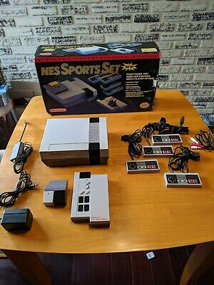 NINTENDO NES Sports Set Console Complete Set With 4 Controllers