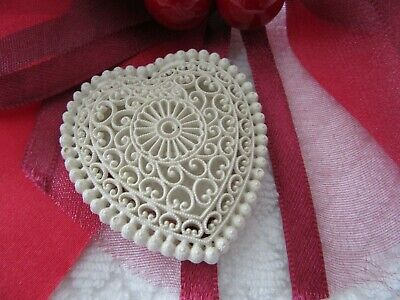 Stunning Vintage White Lace Celluloid , Trinket Love Heart Or Pill Box