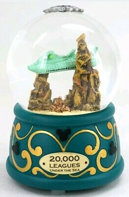 New Disney Parks 20,000 Leagues Under The Sea Light Up Nautilus Snow Globe