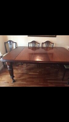 Antique large Victorian mahogany windout extending dining table