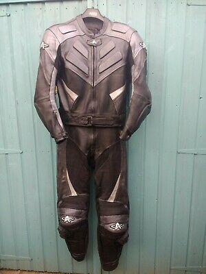 Akito 2 Piece Leathers UK 40 / EU 50