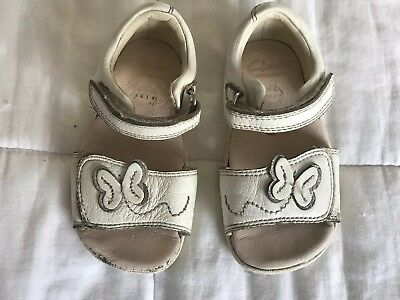 Baby Girl Clarks White Leather Sandals Shoes Size UK Infant 4.5 F